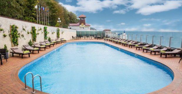 Отель «Гранд Палас» открытый бассейн