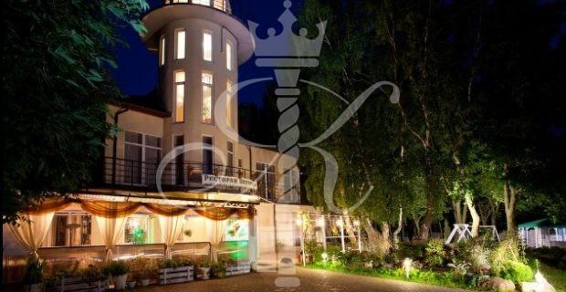 Отель «Акватория» вечером