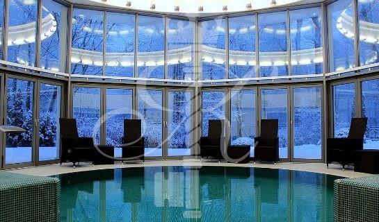 Отель «Шлосс» бассейн